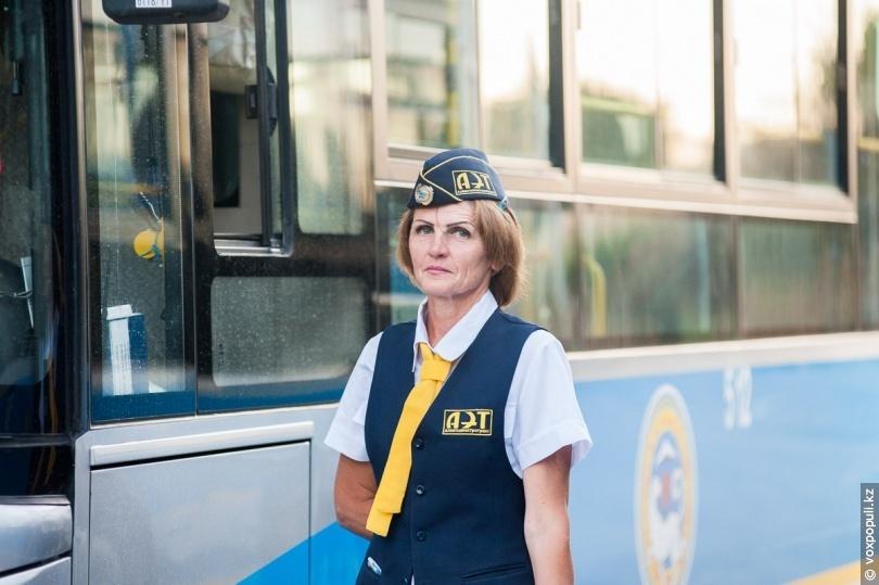 Vidieť ženu za volantom autobusu je dnes celkom bežné. Ľudmila je však v Almaty jediná